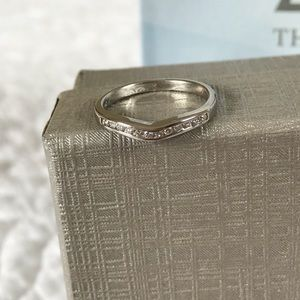 Beautiful 14K White Gold Diamond Contour Band